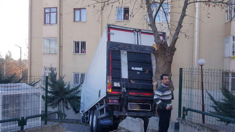 Gazeteci Adlığ'ın evine TIR girdi!