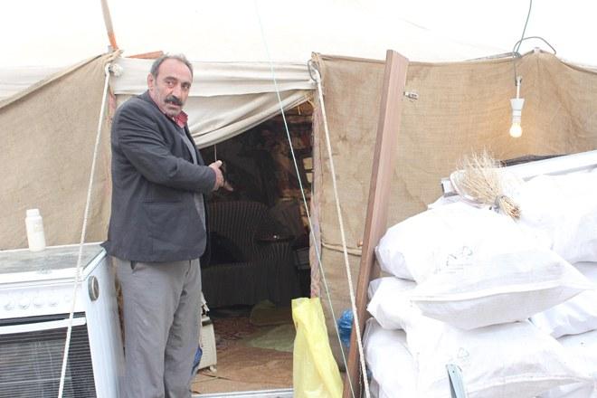 17 kişilik aile çadırda yaşıyor