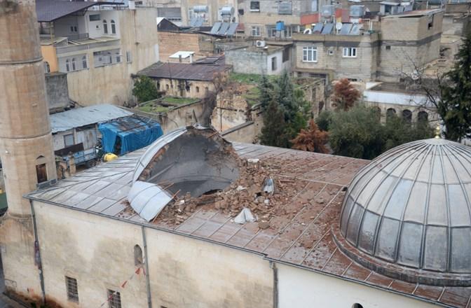 Roketin isabet ettiği üç asırlık cami