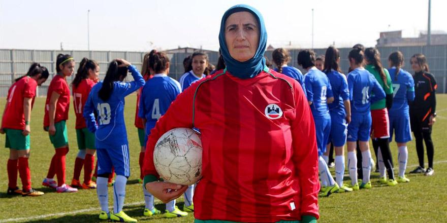 Azize Ay: Futboldan kopmak istemiyorum