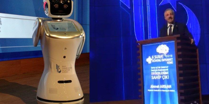 Bakanı Arslan'ı uyaran robota format