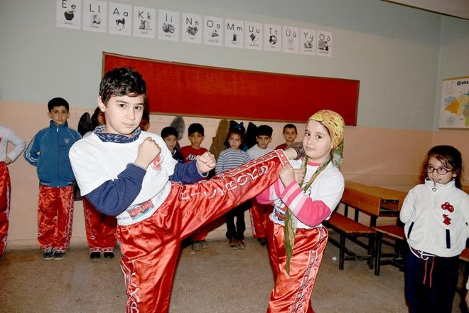 Surlu çocuklar kick boksta iddialı!