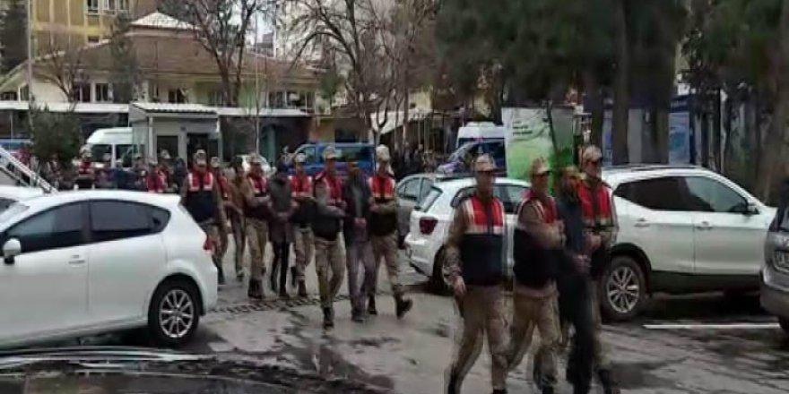 Siverek'te sosyal medya operasyonu: 8 gözaltı