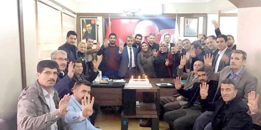 Kayapınar ilçe teşkilatından Erdoğan'a doğum günüpastası