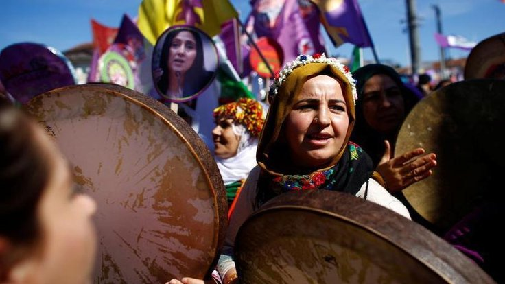 Kadınlar 8 Mart'ta sokakta