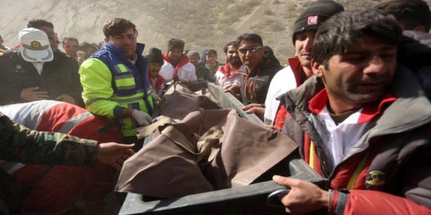 İran Adli Tıp Kurumu: Düşen uçaktaki bir kişi kayıp