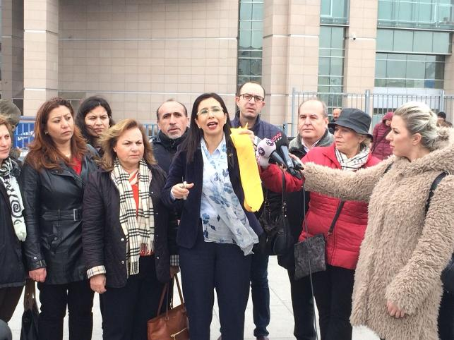 CHP'li Yedekçi, 'iyi hal indirimine' tepkisini kravat keserek gösterdi