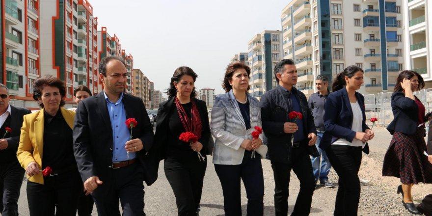 HDP Kurkut'un vurulduğu yere karanfil bıraktı