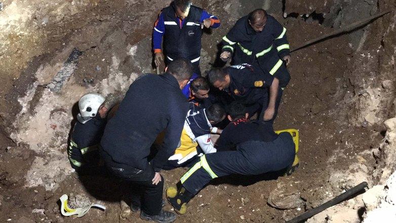 Göçük altıda kalan işçi ağır yaralandı