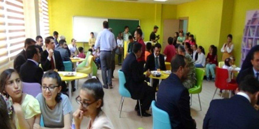 Diyarbakır'ın merkez Kayapınar ilçesindeki 52 okulda oluşturulan Z kütüphanesinin açılışı yapıldı.