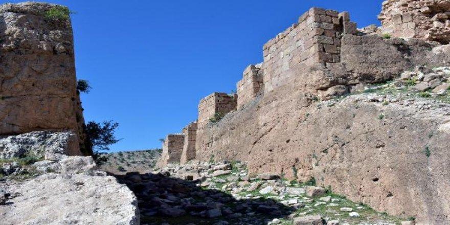 Tarihi Kale, kaderine terk edildi