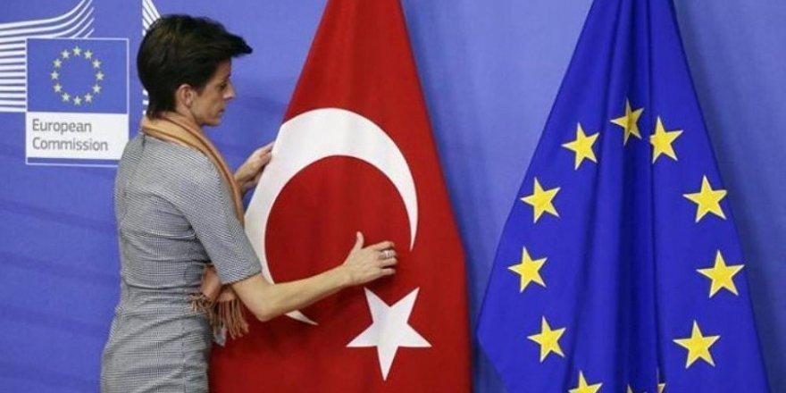Avrupa Komisyonu31 KHK'ye çok sert eleştiriler yönelti