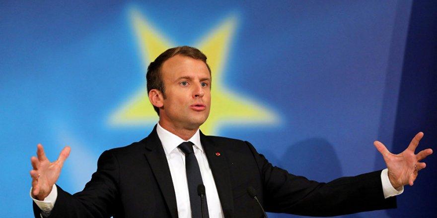 Macron: Kendimi Putin'le eşit görüyorum