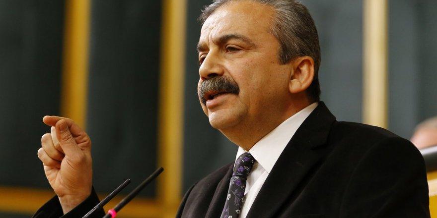 Seçimin ilk kazananı Sırrı Süreyya Önder oldu
