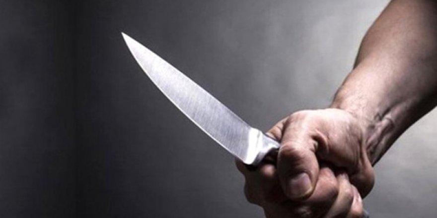 Tartıştığı eşini bıçakladı
