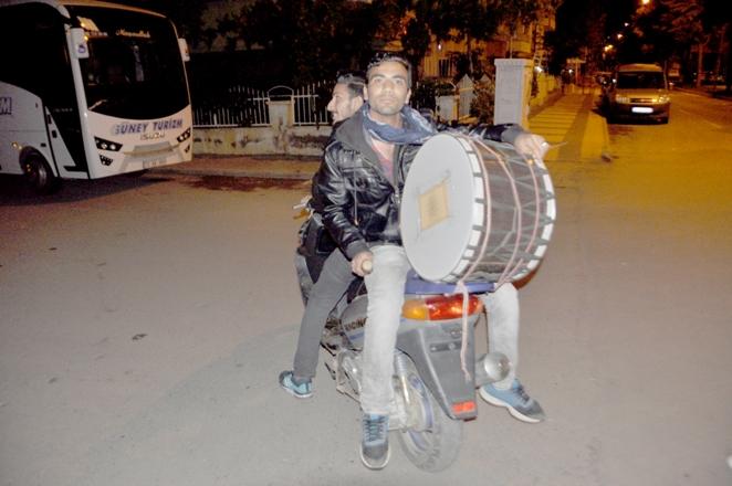 Motorize ramazan davulcuları işbaşında