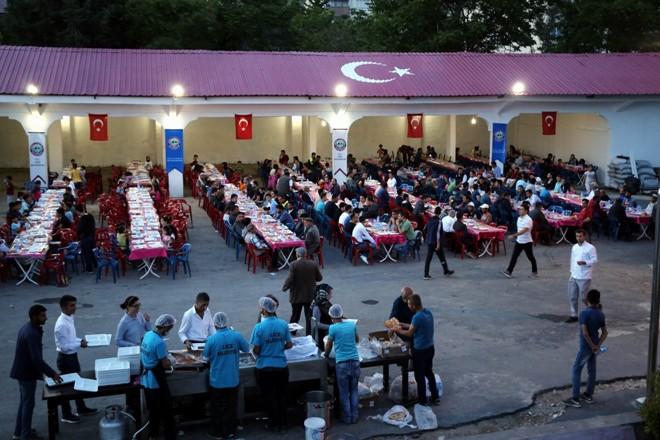 Belediyeden her gün 500 kişiye iftar