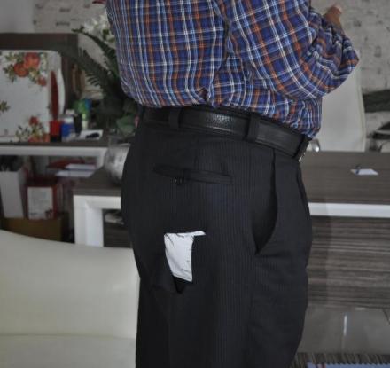 Camide uyurken pantolonunun cebini kestiler!