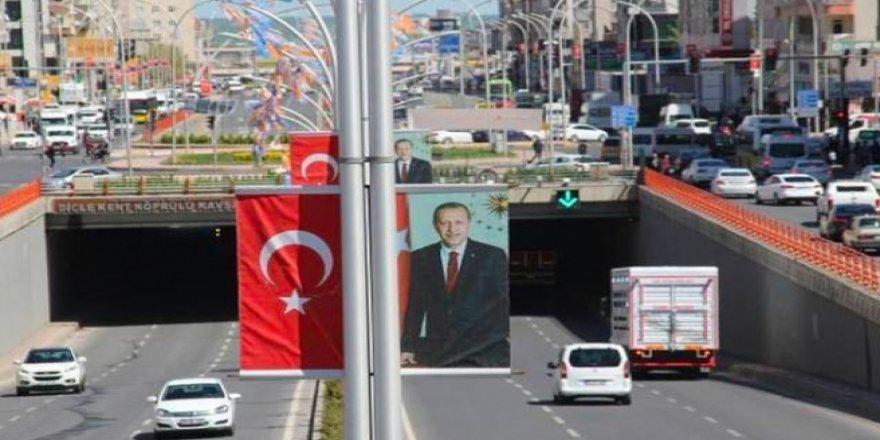 Erdoğan'ın posterlerinin kaldırılması kararı iptal edildi