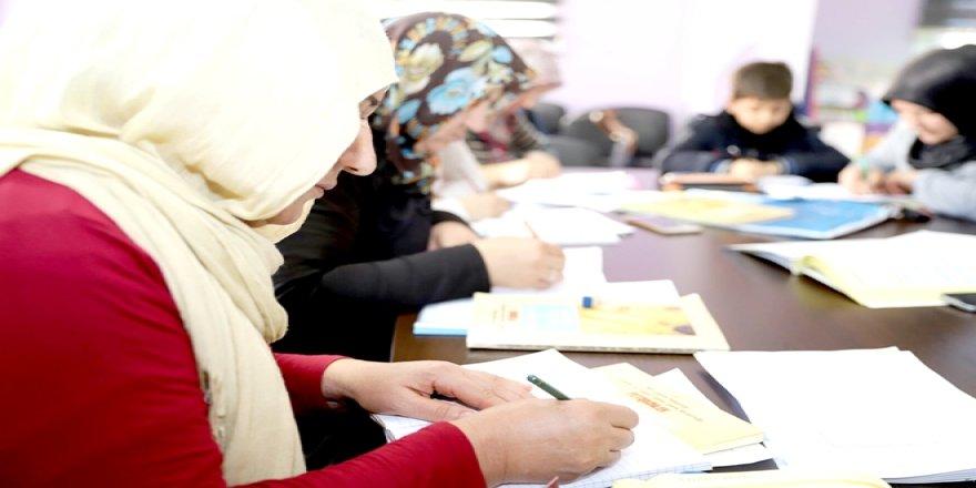 Bin 180 kadın meslek sahibi oldu
