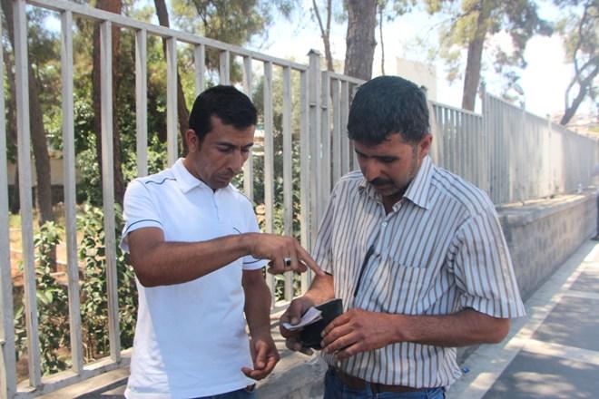 Temizlikçi, bulduğu cüzdanı sahibine teslim etti