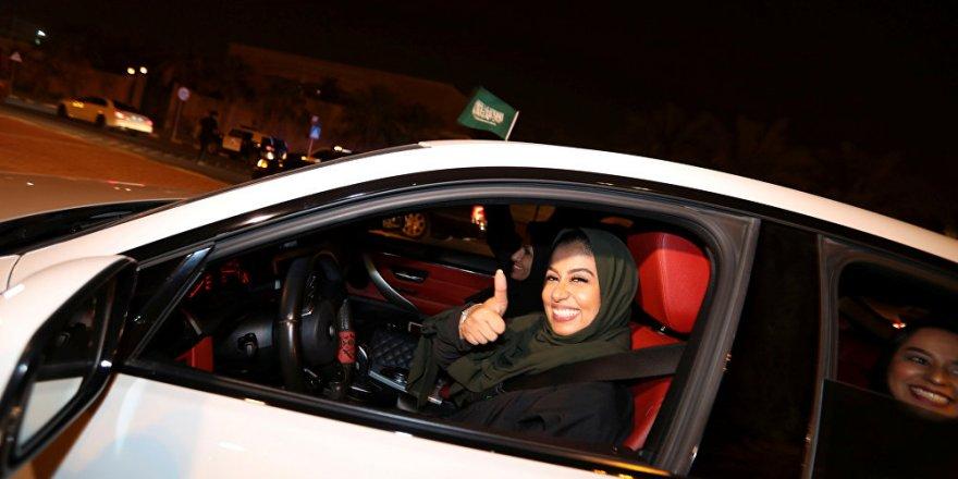 Suudi Arabistanlı kadınlar ilk kez trafiğe çıktı