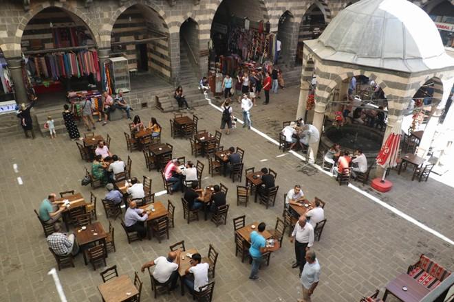 Diyarbakır, turistlerin ilgisini çekmeyi sürdürüyor!