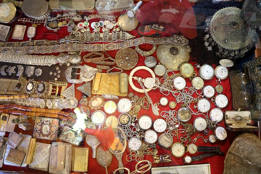 Saray ve köşkleri süsleyen saatler şimdi müzelerde sergileniyor