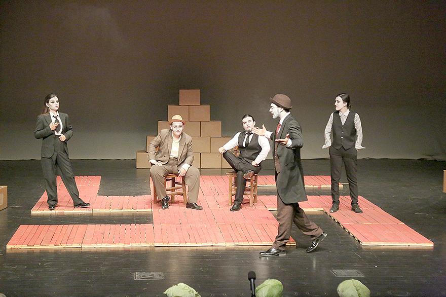 'Arturo Uİ'nin Önlenilebilir Tırmanışı' oyununa büyük ilgi