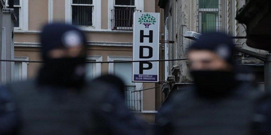 İzmir'de HDP yöneticilerine ev baskını