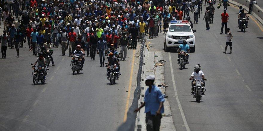 Haiti'de protestolar, başbakanı istifa ettirdi