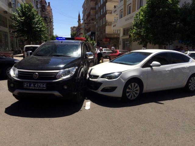 Diyarbakır'da Polis Aracı Kaza Yaptı