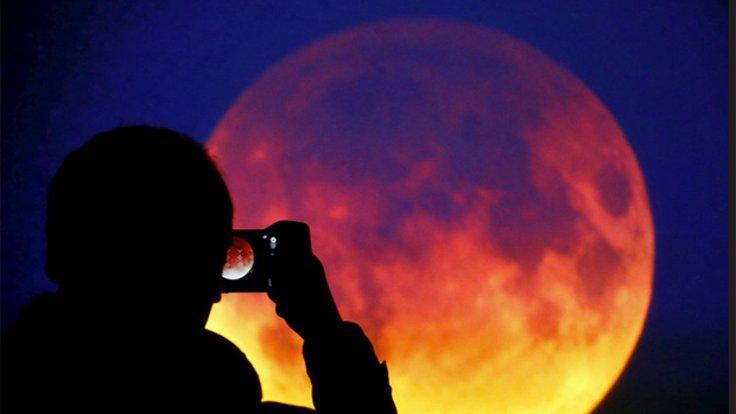 21. yüzyılın en uzun 'Kanlı Ay' tutulması bugün