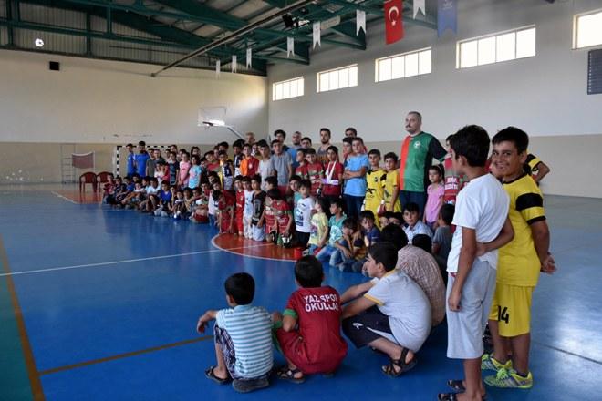 Öğrenciler yaz tatilini sporla geçiriyor