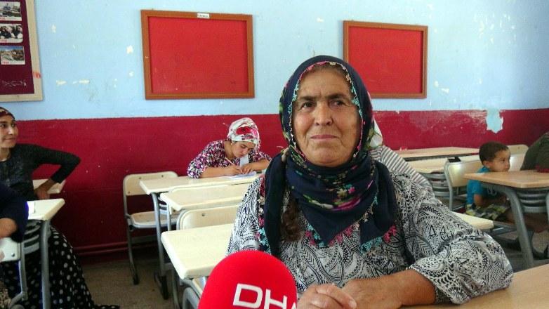 5 çocuğu doktor, öğretmen ve hemşire olan anne okuma yazma kursunda