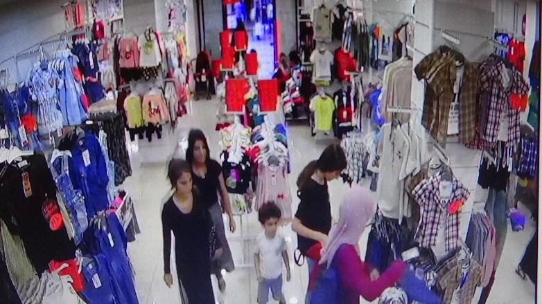 Kadın hırsızlar, genç kadını soydu