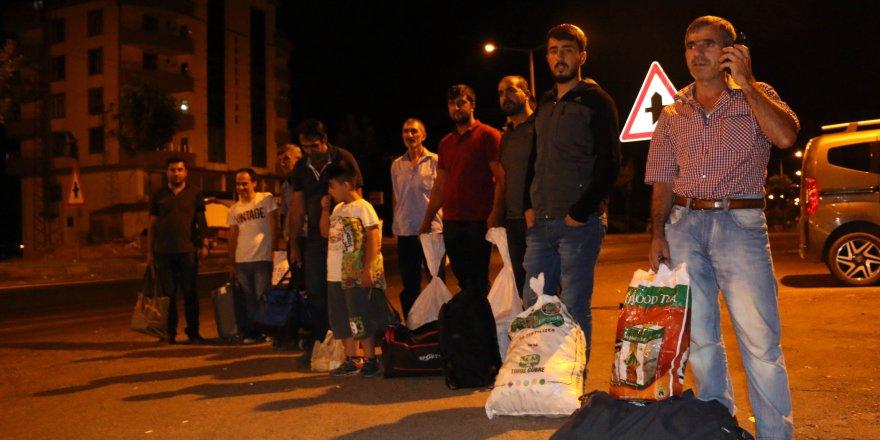 Diyarbakır'dan aldığı 15 'İstanbul' yolcusunu Siverek'te indirdi