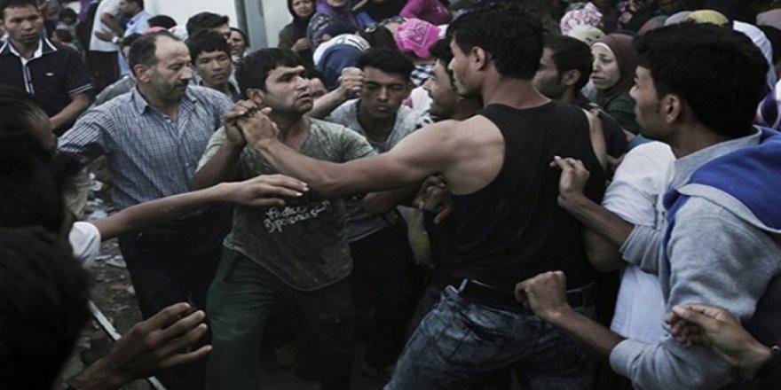 Yunan mülteci kampında şiddet: Burası Suriye'deki savaşın daha çirkin hali