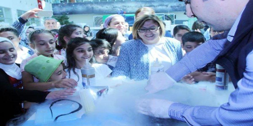 Çocuklar, 'Doğal Dondurma' Yaptı