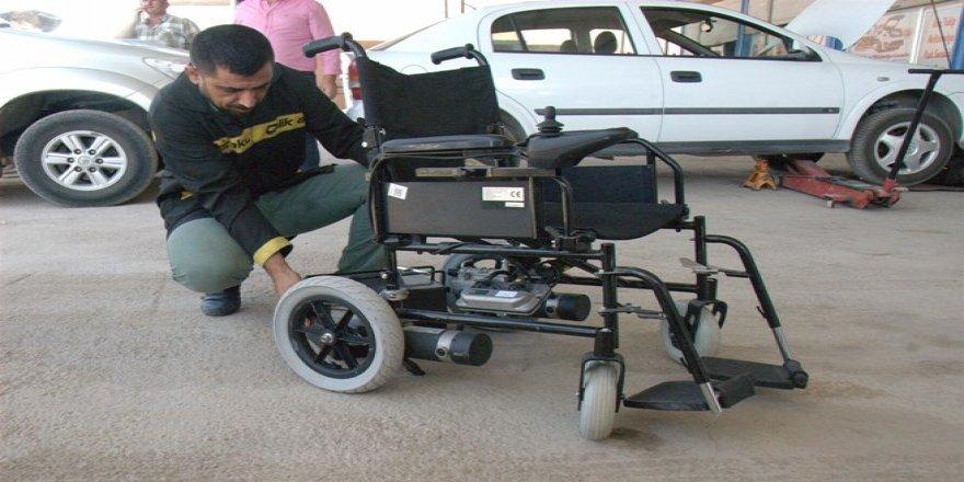 Engelli babası, engellilerin aracını ücretsiz tamir ediyor