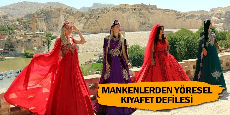 Hasankeyf'te yerli ve yabancı mankenlerden yöresel kıyafet defilesi