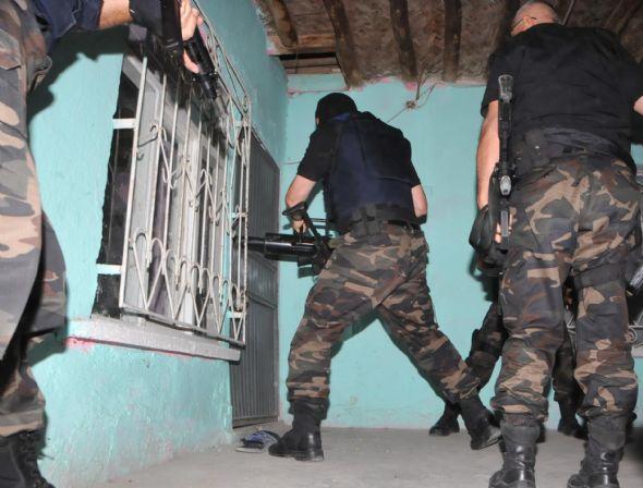 Van'da ev baskınları: 15 gözaltı