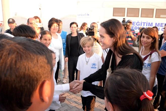 Angelina Jolie'nin ziyaret ettiği mülteci kampı kapatıldı