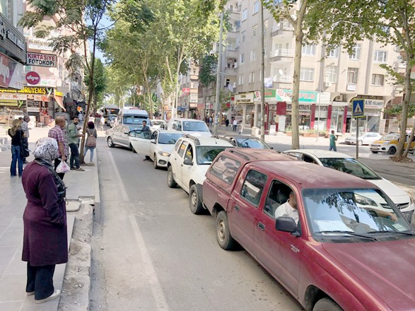 Gevran Caddesinde trafik kilitlendi