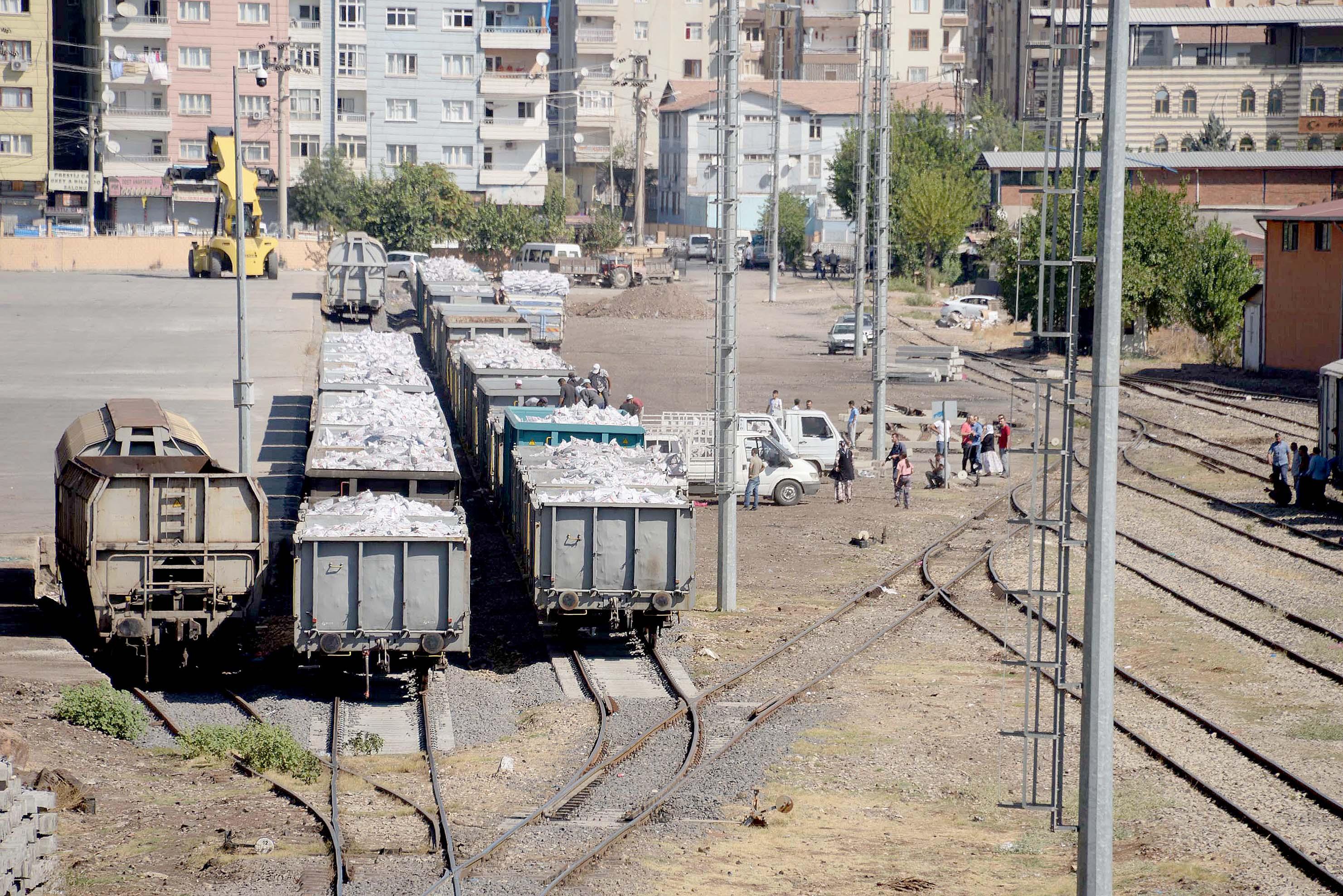 Diyarbakır'da ihtiyaç sahibi kişilere kömür yardımı
