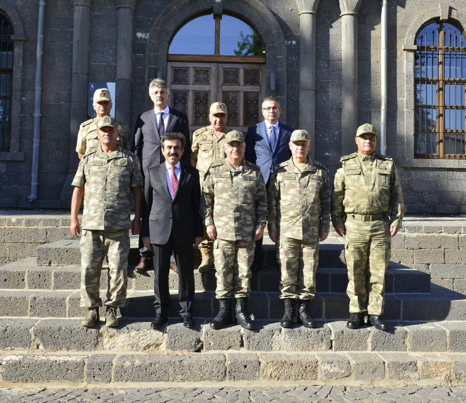 Genel Kurmay Başkanı sahabe türbelerini ziyaret etti