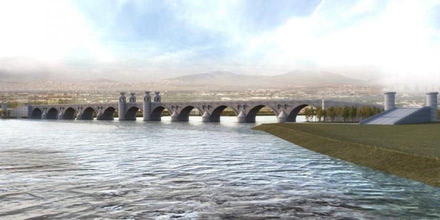 Dicle Nehri üzerindeki taş köprünün yapımı sürüyor