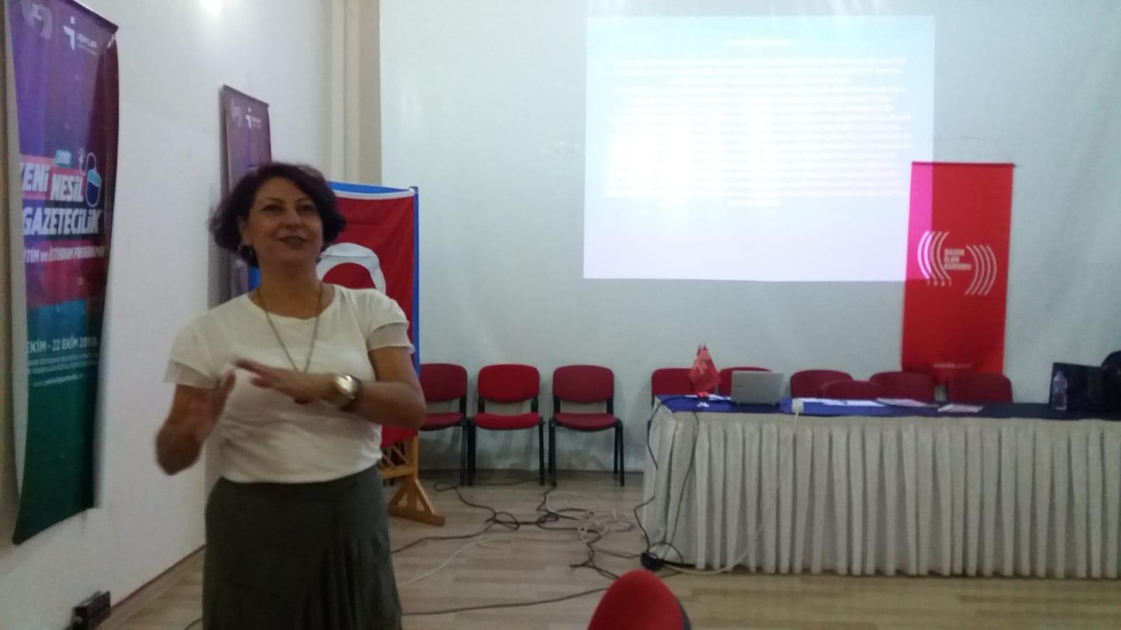 Gazeteci adaylarına tasarım eğitimi
