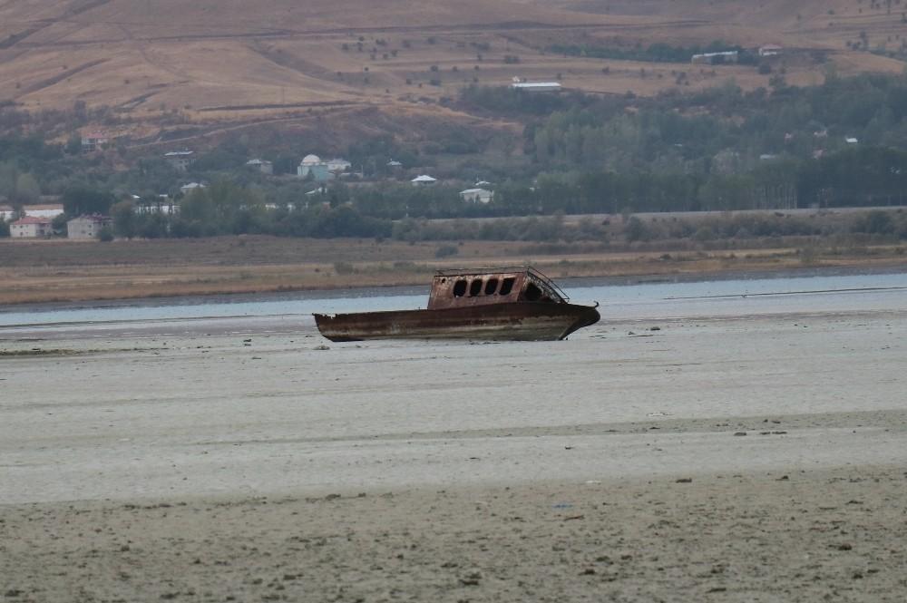 50 yıl önce sular altında kalan köy ortaya çıktı