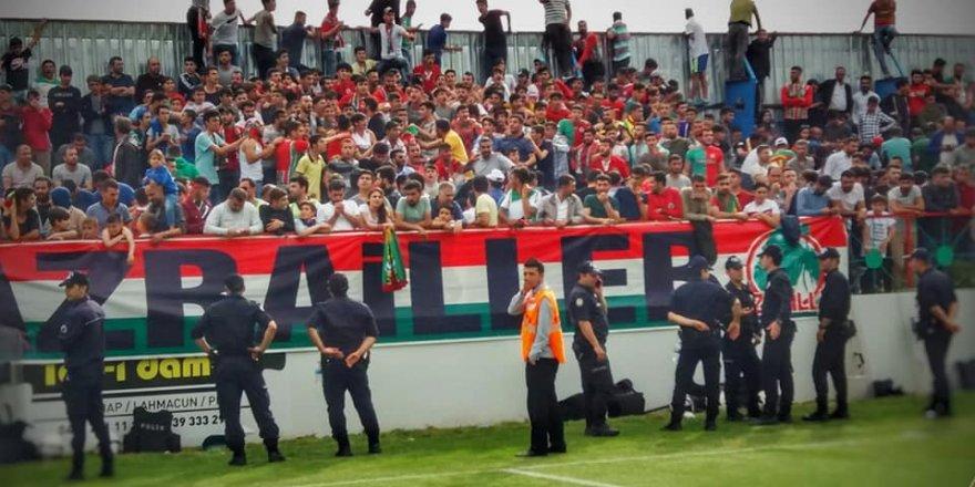 Amedspor Taraftarı Eleştirdi,Yasak Diyarbekirspor'a Geldi